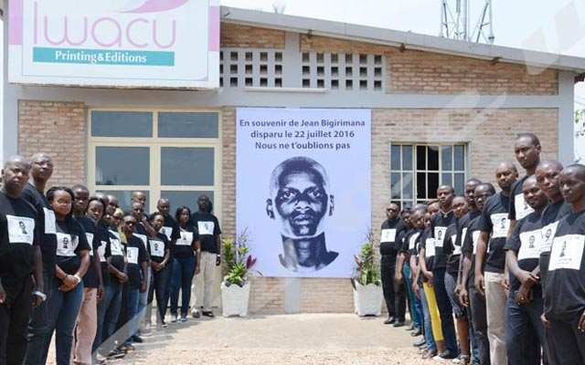 Colleagues of Burundi journalist gather a month after his disappearance