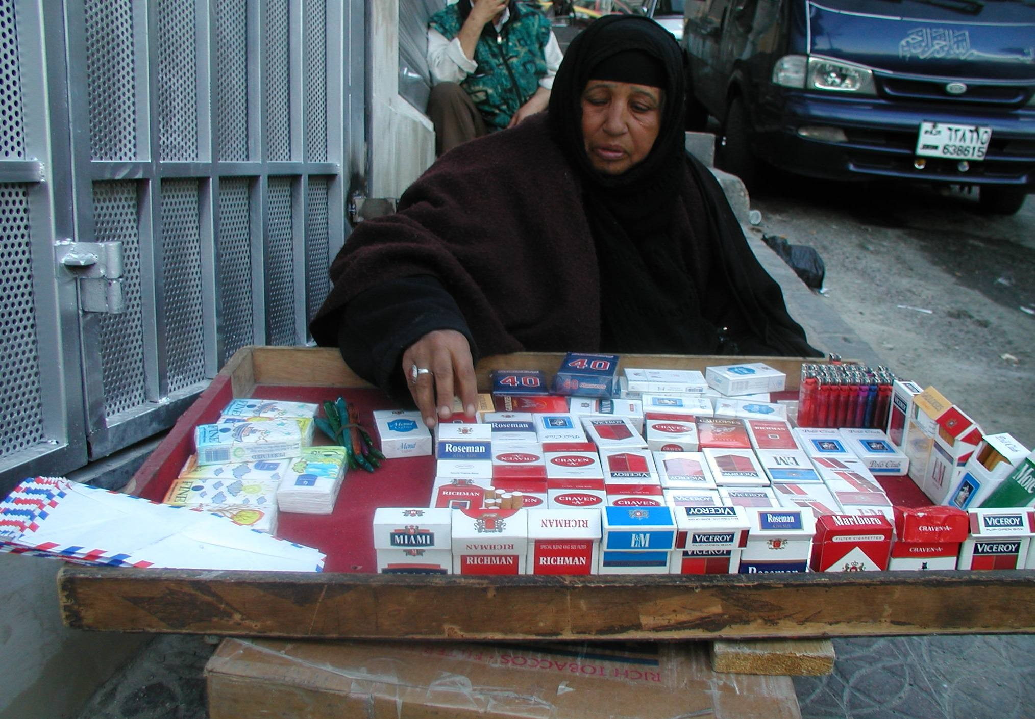 [Iraq] An Iraqi Shiite woman sells cigarettes in downtown Amman.