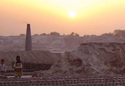 Bonded labourers working at brick kilns most often face explotation by illegal kidney sale mafias.