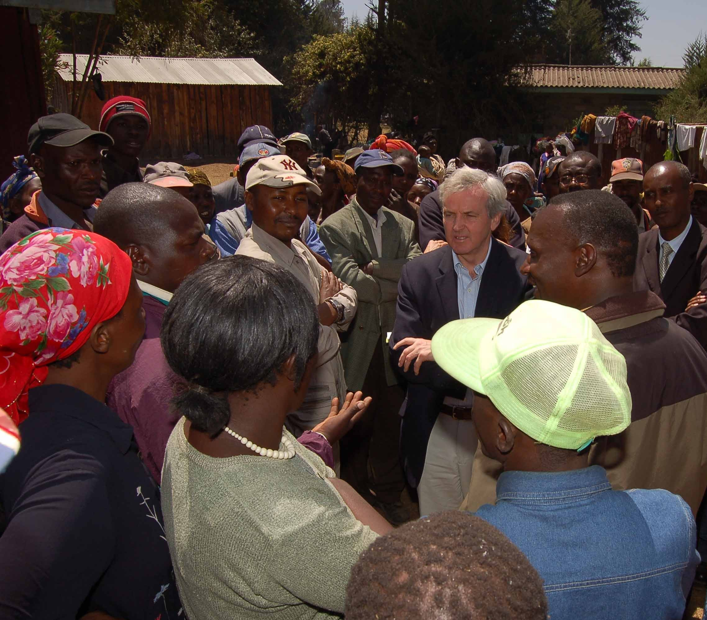 UN Emergency Relief Coordinator, John Holmes visits displaced people in conflict-hit Molo, Rift Valley Province, Kenya, 9 Feb 2008.