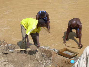 Artisanal diamond miners in Boda, in the western Central African Republic Region of Lobaye