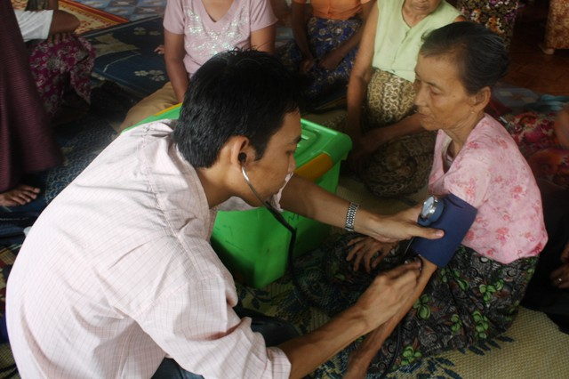 An MSF doctor treating an ethnic Rakhine woman in Sittwe
