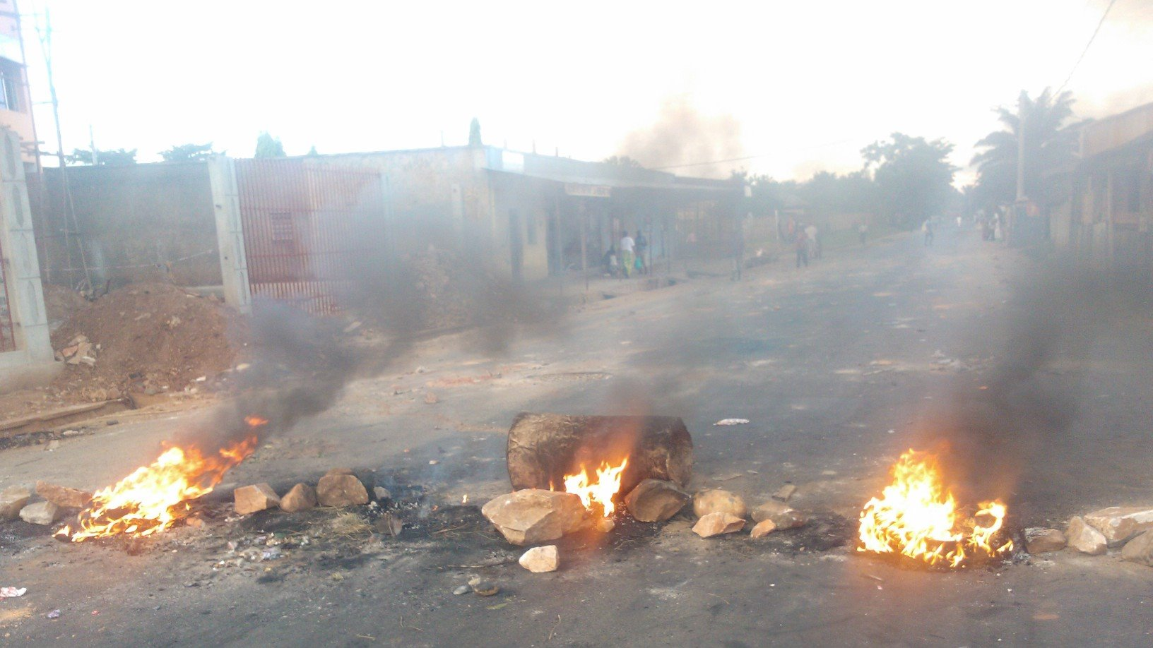 Burning barricades in Bujumbura