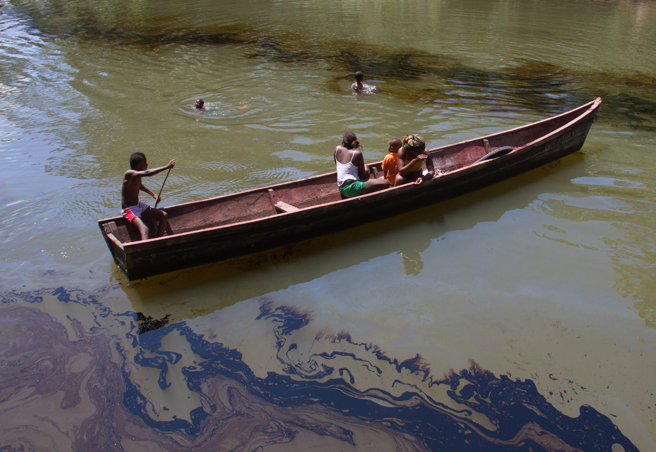 Crude oil pollutes the Caunapí river, in Tumaco, in southwest Colombia, after the FARC guerrilla movement bombed the Trasandino pipeline on 11 June 2015. People depend on the river for their daily hygiene, laundry and food preparation