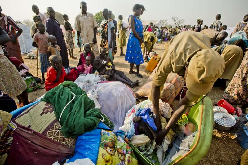 South Sudan refugees arrive in Uganda 2014