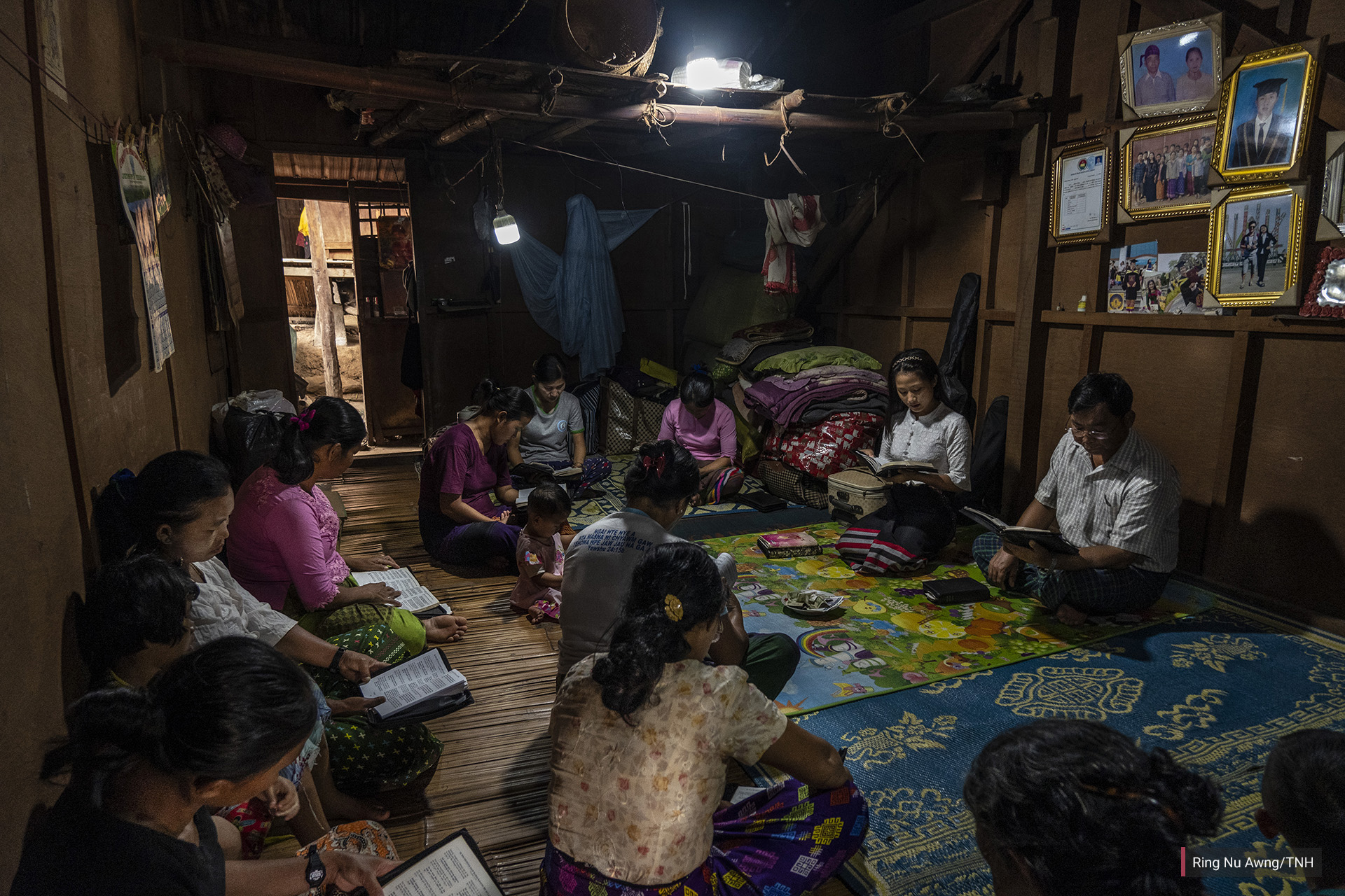Women gather to pray in a shelter in Je Yang