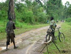 [DRC] Former militiamen at a roadblock where they collect money from passersby, vehicles and bicycles for the purpose of road improvement, Ituri, 25 October 2006. The militiamen, whose leader - Peter Karim - was made a colonel in the national army in Octo