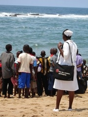 [Mozambique] Mozambique, XaiXai, Gaza province. 2005. AIDS orphans have a day by the sea thanks to the charity Save the Children. In Mozambique, some 326,000 children have been orphaned by AIDS and more than 500,000 care for sick family members. [Date pic