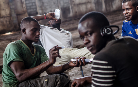 Young unemployed men play cards in an abandoned warehouse in Conakry (Sept 2013)
