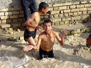 [Iraq] Children swimming in filthy water.
