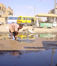 [Iraq] Plumber tries in vain to fix blocked Baghdad sewer.