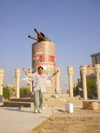 [Iraq] One-man-play under a broken statue of Saddam, Baghdad.
