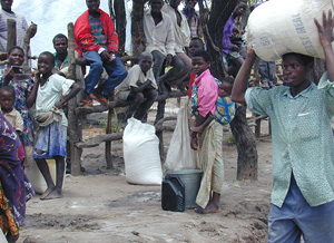[Zambia] Kala Refugee Camp in Zambia, UNHCR food distribution.
