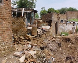[Pakistan] Heavy rains have demolished many houses in slums across the country, leaving hundreds without shelter.