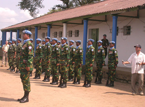 [DRC] Uruguayan soldiers of MONUC's Ituri Brigade during the handover from the EU to the UN on 1 September in Bunia, 1 Sept 2003.