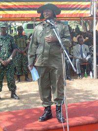 [Uganda] President Museveni addressing the crowd at Barlonyo.
