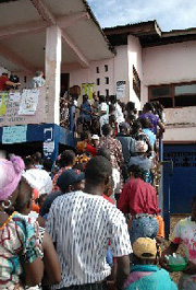 [Liberia] Liberians queue to cast their ballot in 11 October polls, the first since the end of a 14-year civil war. [Date picture taken: 10/11/2005]