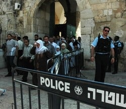 [Occupied Palestinian Territory] Jerusalem, Israel. Muslims leave the dome of the rock after Friday prayers. Police presence is always tight and young males are not allowed or have their ID's seized going in. [Date picture taken: 09/23/2005]