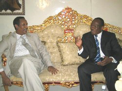 [Somalia] Somaliland leader Dahir Rayalle Kahin meeting UN envoy Francois Fall in Hargeysa. [Date picture taken: 10/31/2005]