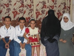 [Iraq] Displaced people taking refuge at a relative's home in al-Qaim. [Date picture taken: 10/07/2005]