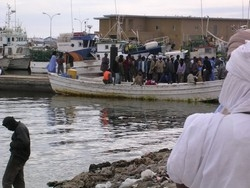[Mauritania] Fishermen in Nouadhibou, March 2005.