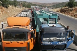 [Lebanon] Trucks stuck at the Syrian border. [Date picture taken: 2005/07/13]