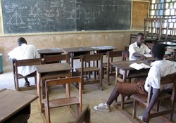 [Ghana] Students learn on their own at Saint Thomas Aquinas Secondary School. [Date picture taken: 10/01/2006]