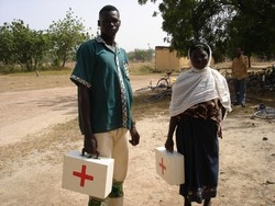 [Burkina Faso] Volunteer community health workers in the Sapone region of Burkina Faso are participating in a pilot programme to prevent malaria deaths. [Date picture taken: 11/15/2006]