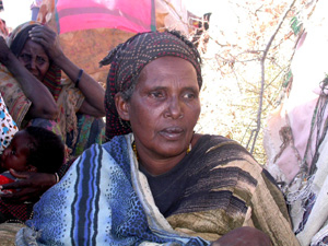 [Somalia] Nourir Yusuf Ahmed, who walked miles to escape drought, with her family, at an IDP camp near Wajid, southern Somalia. [Date picture taken: 01/26/2006]