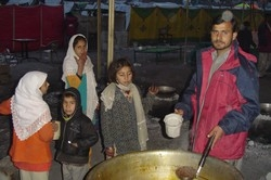 [Pakistan] Saudi-funded feeding centre in Muzaffarabad - the kitchen prepares 30,000 hot meals a day for earthquake survivors. [Date picture taken: 01/22/2006]