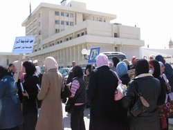 [Jordan] Women activists call for greater rights as they cycle to parliament to hand in petition. [Date picture taken: 02/22/2006]