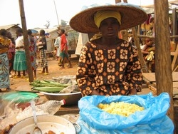 [Guinea] A market woman in Nzerekore, forest region. [Date picture taken: 02/25/2006]