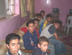 [Iraq] Some of the orphans in Iraq are exploited by criminal gangs. [Date picture taken: 04/18/2006]
