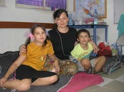 [Lebanon] Ludmila Rosenfeld and her two children sheltering in Goldwater High School in Eilat. [Date picture taken: 08/01/2006]