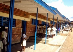 [Rwanda] A primary school in the Kigali city suburb of Kacyiru. [Date picture taken: 06/06/2006]