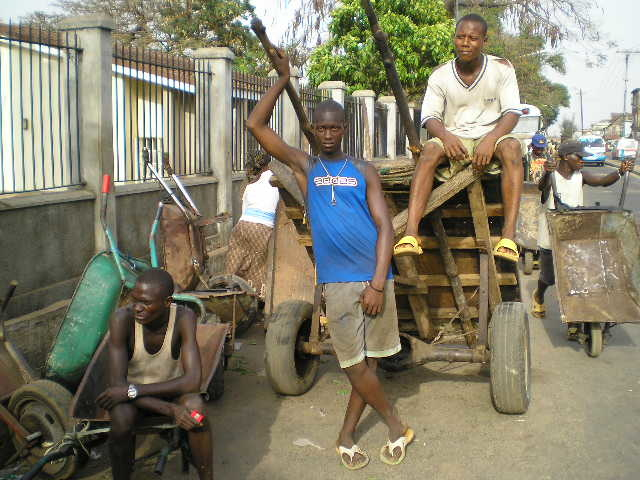 Unemployed youths in Sierra Leone sometimes find work pushing wooden carts for merchants, Sierra Leone, 26 April 2007. The United Nations estimates unemployment to be about 65 percent in  the country. Human rights groups have warned  of the  dangers of un