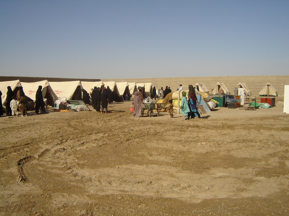 Many displaced families have set up tents and mud huts in the desert to get away from the conflict.