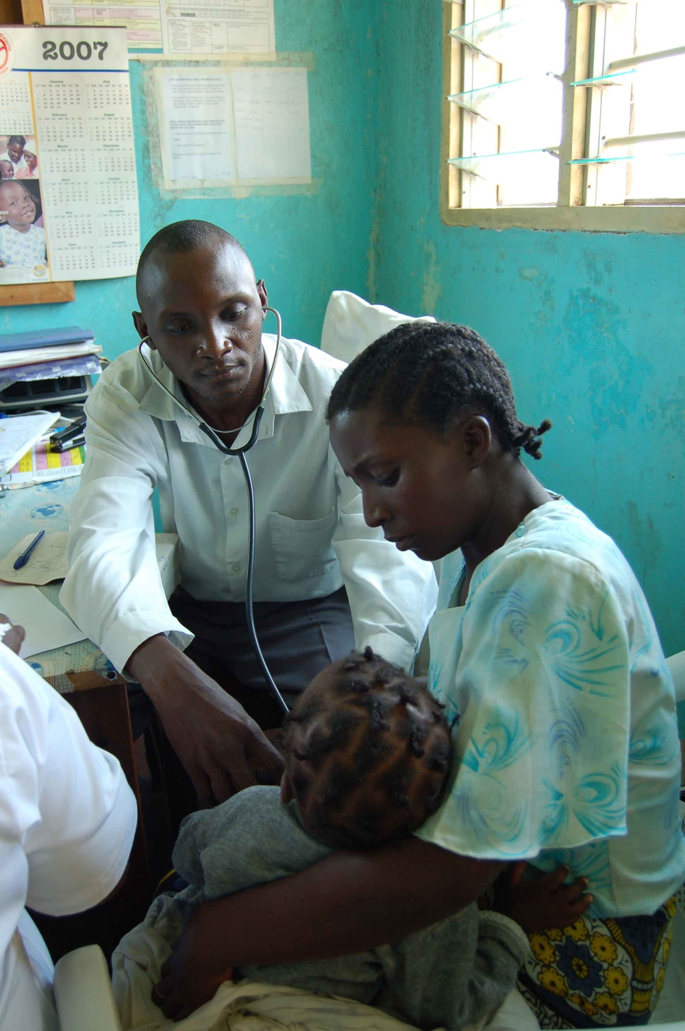 Peter a clinical officer treats a patient at the Gongoni health centre in Malindi, Kenya, July 2007. Infectious diseases are on the rise in Kenya, for example Malaria alone kills more than 34,000 children annually.