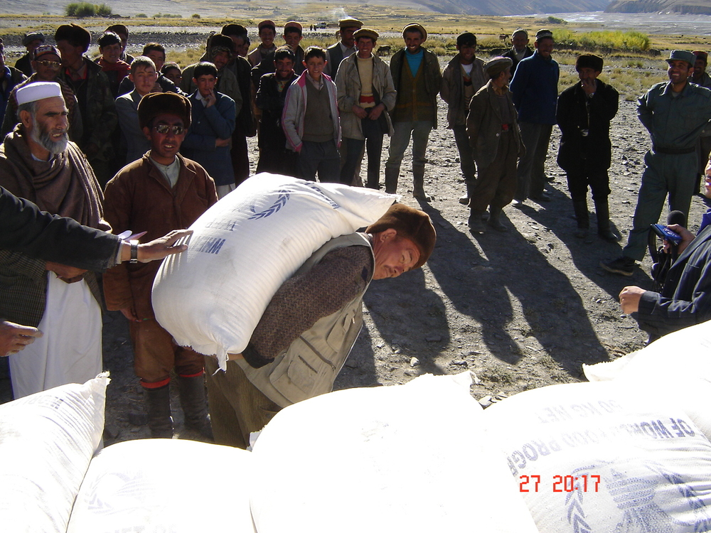 From January 2006 to December 2008, at a cost of US$372 million, WFP plans to distribute 520,000 metric tonnes of food aid to 6.6 million vulnerable Afghans.