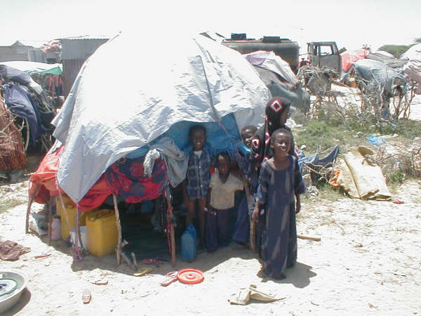 IDP children in front of their makeshift shelter in Dayniile.