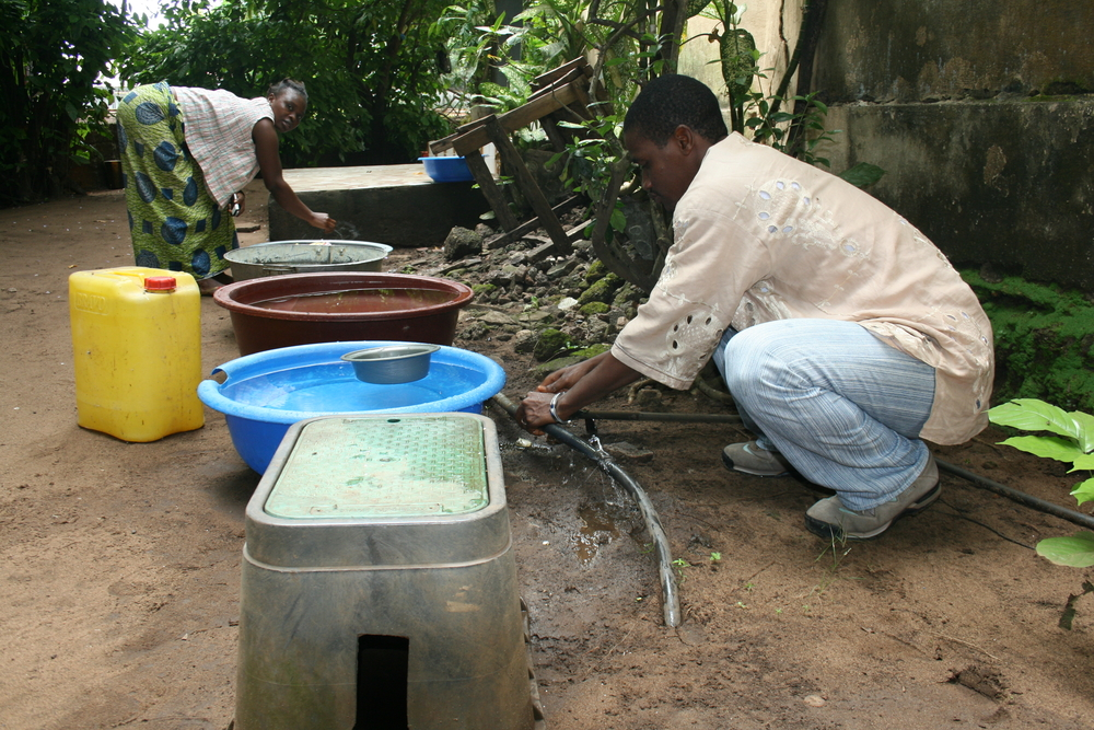 Residents of the Guinean capital, Conakry, say they have running water more regularly than usual since the new government of Prime Minister Lansana Kouyate came on. (October 2007)