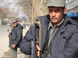 [Afghanistan] Afghan police on duty in Kabul [Date picture taken: 09/04/2007]