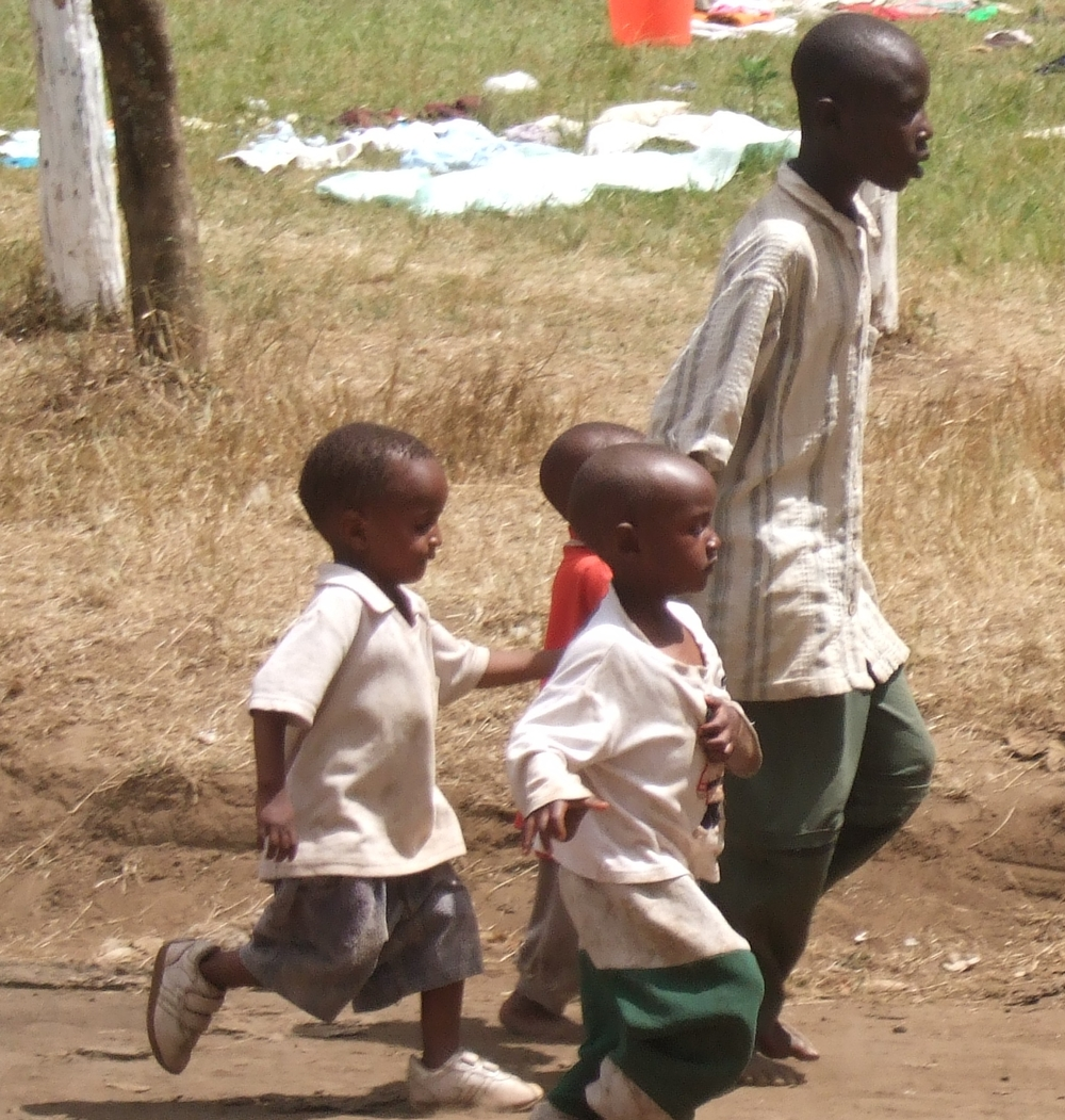 Children run for cover during a raid on the IDP camp at Nakuru showground, 26 January 2008, Nakuru Town, Rift Valley Province, Kenya.