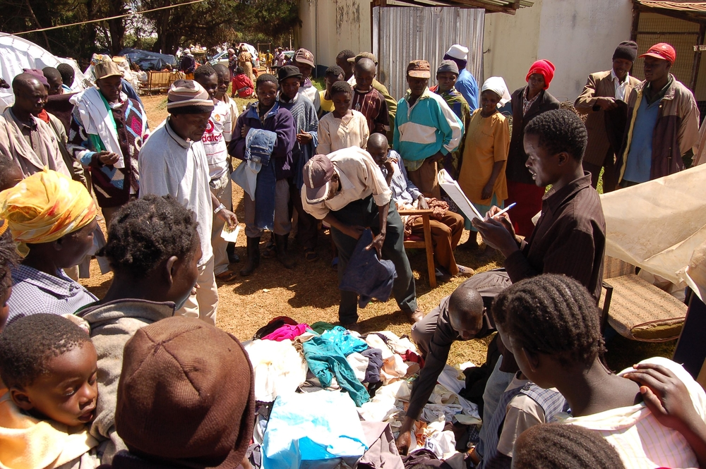 Displaced persons at the Tigoni police station receive clothes donated by well wishers, Kenya. February 2008. Approximately 6000 people have been camping at the Tigoni police station following the post election violence.
