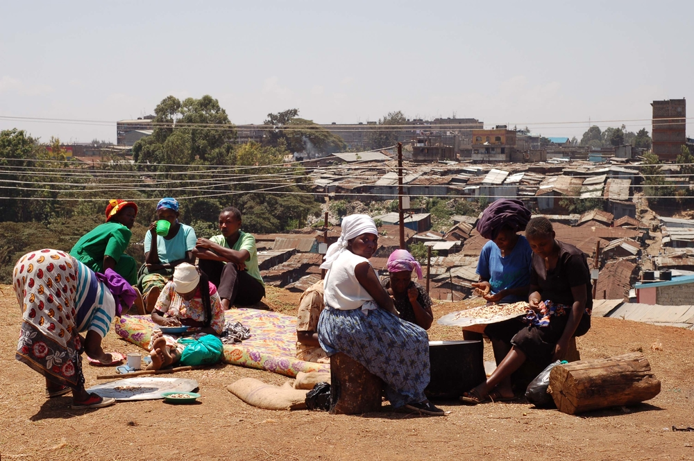 Internally displaced persons prepare a meal at the Mathare police depot, Mathare, Kenya. March 2008.