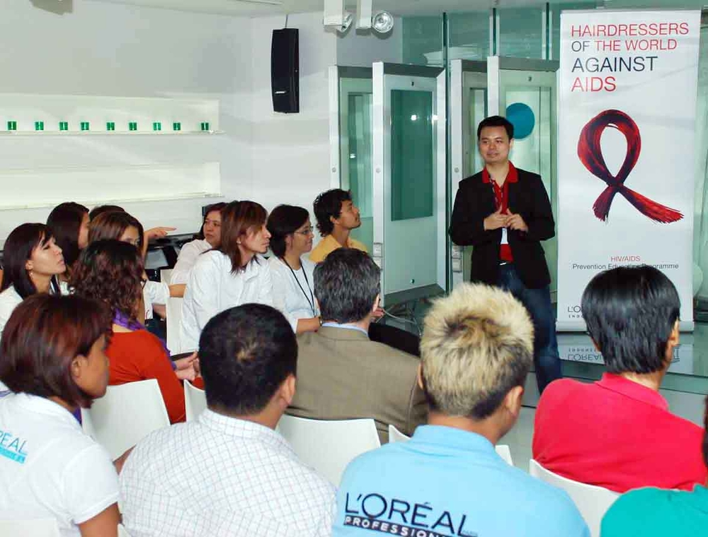 A Jakarta seminar for hairdressers to learn about HIV/AIDS awareness and prevention.