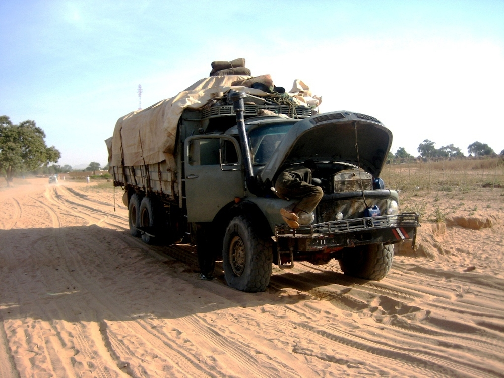 A 25-tonne truck carrying food aid for displaced people in southeastern Chad has mechanical problems.