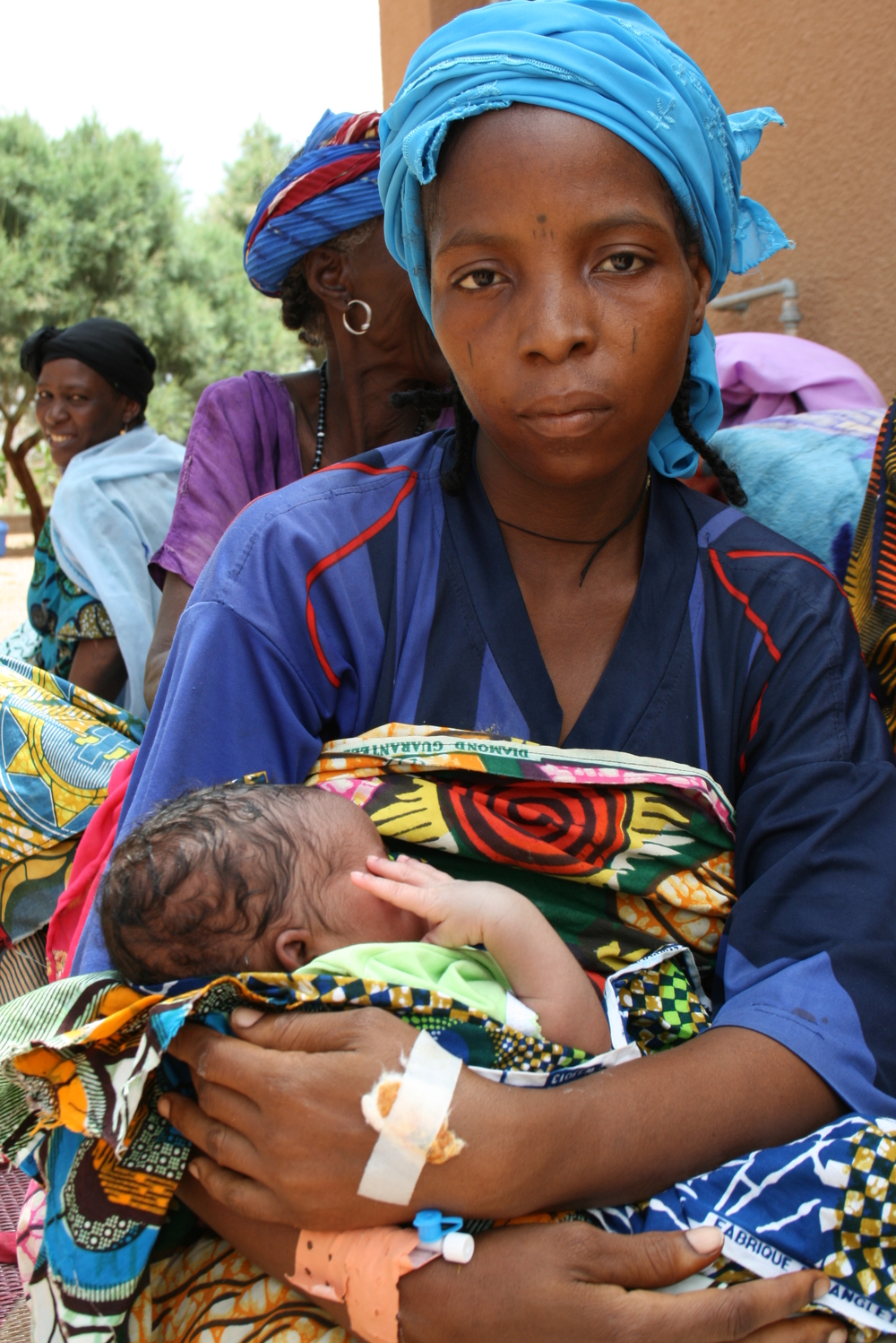 Ouma Ibrahim, 24 years old, with her newborn son in Agadez. (Photo taken 22 August 2008)