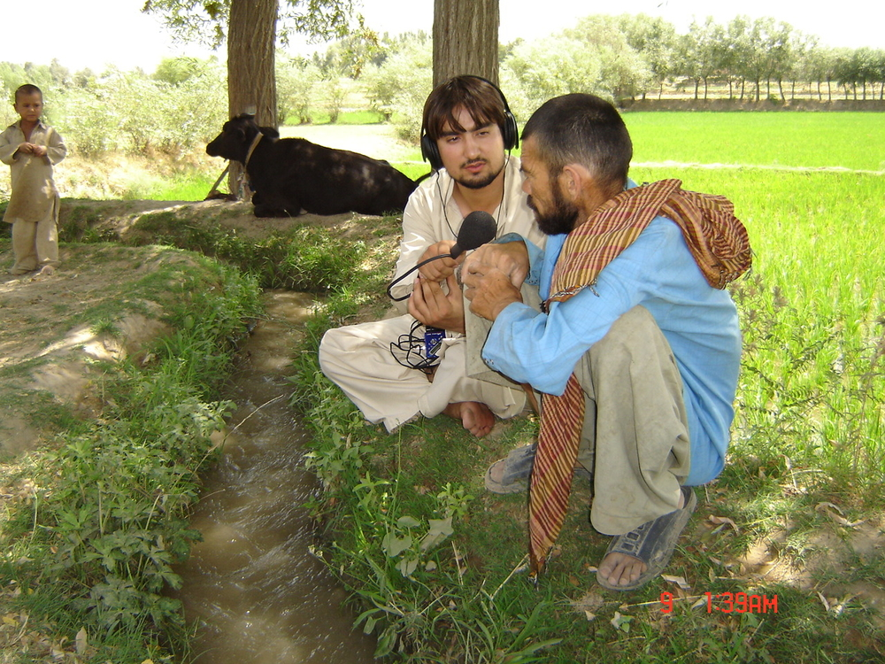 IRIN Radio's Masoud Popalzai conducting interviews on health services in Takhar province, 2008