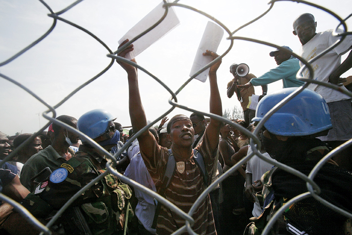 The Sri Lankan Battalion of the UN Stabilization Mission in Haiti provides security at a crowded stadium in Léogâne where WFP and ACTED distribute food to Haitians